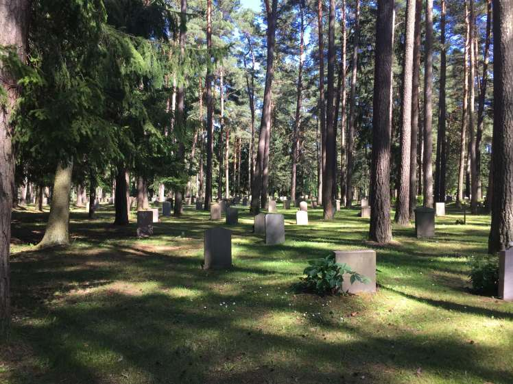 Skogskyrkogården Graves