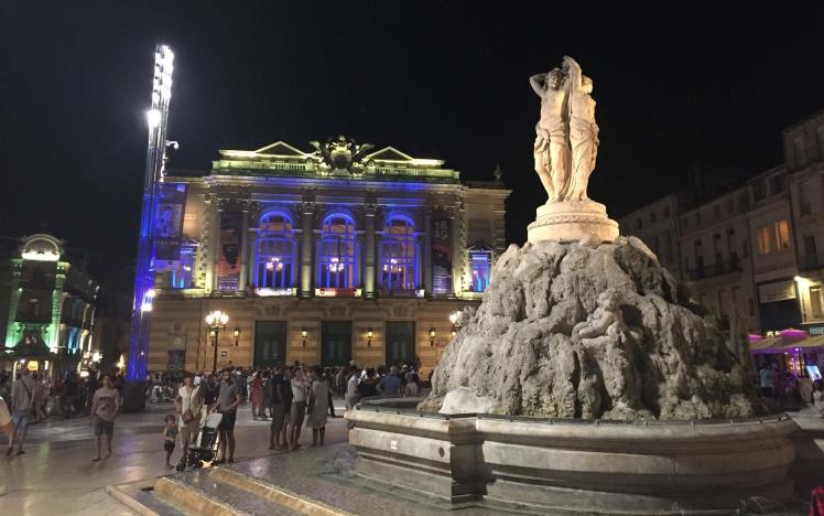 Les Trois Grâces by Night