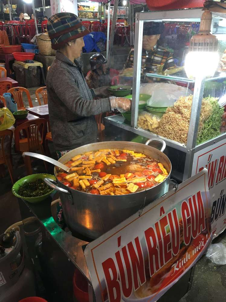 A typical street food stall. This woman has only one dish to offer – the sign says it all!